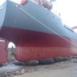 As bolsas a ar de borracha marinhas marítimas verdes para a estrutura concreta que move-se para navios e barges dentro o estaleiro
