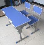 Silla de escritorio doble con la tapa de madera
