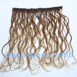 Clip nell'estensione dei capelli ondulati