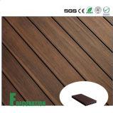 Revestimento composto plástico de madeira barato impermeável do preço WPC da co-extrusão