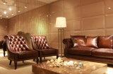 最上質のブラウンカラー型のチェスターフィールドのソファーの家具