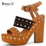 (Donna-em) sandálias das mulheres da plataforma do salto elevado da camurça da vaca do rebite da forma