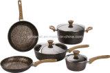造られたアルミニウム鍋そして鍋はとのハンドルを木見る
