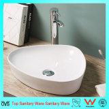 Bacino di ceramica sottile del lavabo della stanza da bagno del bordo di disegno contemporaneo