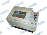 Uso del laboratorio de la incubadora de la coctelera del matraz