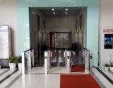 バーコードのスキャンを用いる機密保護の入口のゲート
