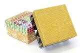 Pequeños rectángulos de regalo de papel de encargo con las tapas
