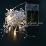 白く暖かく白い電池式の結婚式の装飾の白い真珠ライトストリング