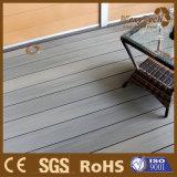 Zusammengesetzter hölzerner im Freiendekorationdecking-Fußboden mit wahlweise freigestellter Farbe