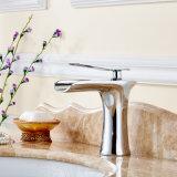 Scegliere il rubinetto del dispersore di vanità della stanza da bagno della cascata della maniglia