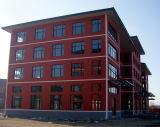 Bella costruzione della sala d'esposizione della struttura d'acciaio con la parete divisoria di vetro