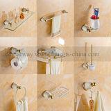 Accesorios pintados blancos del cuarto de baño