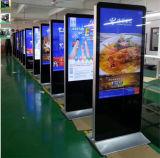 直角と立つプレーヤーの床デジタル表記の表示を広告する55インチLCD