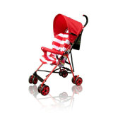 Baby-Spaziergänger scherzt im Freienpram-Buggy