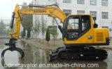 新しいクローラー掘削機が付いている木製機械をつかむこと