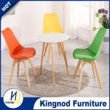 Angemessener Preis-Großverkauf-Plastikstuhl-Möbel-Armless Entwurfs-pp. farbige Plastikstühle