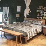 旧式な現代カシの居間の純木のベッドフレーム