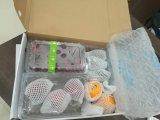 Заполнение свободного пространства PE упаковочного материала предохранения и оборачивать пленку воздушной подушки