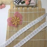 衣服のための新しいデザイン刺繍の工場在庫の卸売2cmの幅の工場在庫の卸売の刺繍の綿のアクセサリレース及びホーム織布及びカーテン