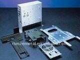 Blech, das den Teil-Computer-Kasten stempelnd stempelt Teile sich bildet
