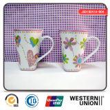 Tazza di ceramica di forma di v con la maniglia per la promozione