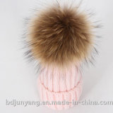 編まれた純粋なカシミヤ織のアライグマの毛皮のポンポンの帽子の帽子