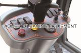 Езда машины электрического напольного пола широкий на метельщике дороги