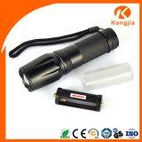O diodo emissor de luz do poder superior gira luz profissional Handheld da tocha do exército dos EUA do zoom