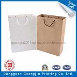 A mão lisa simples do saco de compra do papel de embalagem Carreg o saco
