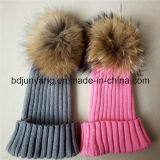 Крышки Knit шарика шерсти Raccoon теплых женщин зимы большие