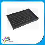 Просто черный деревянный встречный поднос индикации ювелирных изделий