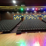 Asiento del auditorio con el micrófono y el sistema de la traducción, sillas del teatro de conferencia, asiento público del auditorio de la silla, silla del auditorio (R-6118)