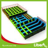 Liben는 성인을%s 장방형 실내 Trampoline 공원을 이용했다