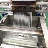 Plastikkörnchen, die Extruder-Maschinerie aufbereiten