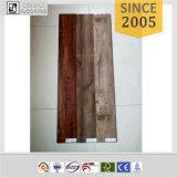 Plancher en bois matériel extérieur gravé en relief de PVC