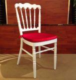 金属小説の背部クッションのシートの白いChiavariの椅子