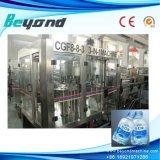 Cadena de producción de relleno en botella del agua de manatial