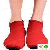 Rotes Neopren-Tauchens-schnorchelnde surfende Volleyball-Flosse-Socken