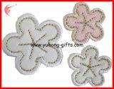 布(YH-EB151)のためのカスタマイズされた葉形の刺繍のバッジパッチ
