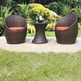 2016屋外の柳細工の家具はPEの藤の椅子2chairsおよび1つの表をセットする