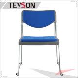 중국 현대 유일한 디자인 오피스 회의 또는 훈련에 의하여 겹쳐 쌓이는 의자