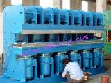 Hochleistungs--Reifen-Schritt-vulkanisierenpresse/Vor-Ausgehärtete Gummireifen-runderneuernde Vulkanisierung