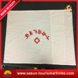 枕箱の枕カバーが付いている使い捨て可能で白いシーツ