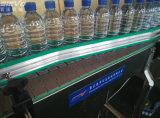 Завод минеральной вода автоматической вполне бутылки любимчика выпивая разливая по бутылкам