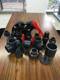 Instalación de tuberías plástica del PVC de la válvula - válvula de mariposa manual con la palanca de la maneta