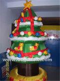 Albero di Natale gonfiabile di stile della torta con molti regali