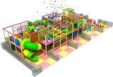 De kinderen glijden de Apparatuur van de Speelplaats
