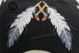 Insignia de costura de la corrección de la calidad 100% bordada para la decoración de los casquillos