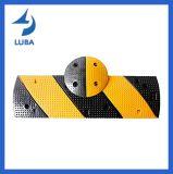 黄色い反射トラフィックの経済的な安全ゴム製速度のこぶ