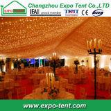 Tenda romantica di cerimonia nuziale con la decorazione del rivestimento